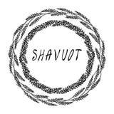 Еврейская карточка Shavuot праздника Колоски пшеницы венка и ухо, письменный текст руки Круглый венок солода с космосом для шабло бесплатная иллюстрация