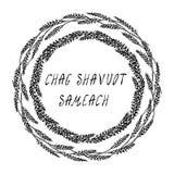 Еврейский праздник Chag Shavuot Sameach - счастливая карточка Shavuot Колоски пшеницы венка, рука написанный шаблон Реалистическо бесплатная иллюстрация