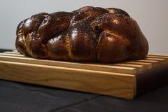 Еврейский хлеб Challah с маковыми семененами Стоковое Изображение