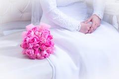 еврейское венчание руки groom невесты букета bridal Kalah Zer Стоковые Фото