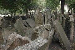 Еврейское кладбище в Праге стоковая фотография rf