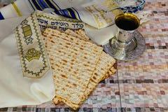 Еврейское matzot символа праздника с серебром Стоковая Фотография RF