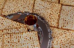 Еврейское matzot символа праздника с серебром Стоковое Изображение RF