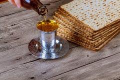 Еврейское matzot символа праздника с серебром Стоковое Изображение