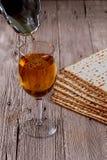 Еврейское matzot символа праздника с серебром Стоковые Изображения RF