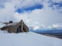 европа Франция Гора Ventou Облицовывает shapel на верхней части горы Сезон ` s зимы Высота в горы Стоковые Изображения