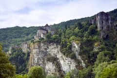 Европа, Франция, St Cirq Lapopie, историческая туристическая достопримечательность деревни clifftop стоковая фотография