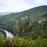 Европа, Франция, St Cirq Lapopie, историческая туристическая достопримечательность деревни clifftop стоковое изображение
