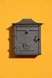 Европейская желтая коробка письма стоковое изображение rf