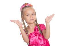 Европейская маленькая девочка танцуя тайский танец стоковые фотографии rf