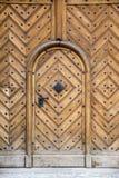 Европейская старая деревянная дверь Стоковое Изображение RF