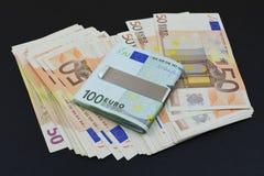 Европейские банкноты на черной предпосылке Стоковые Изображения