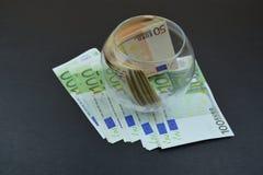 Европейские деньги в стеклянной вазе Деньги в Европе Стоковая Фотография