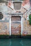 Европейские старые двери которые выдерживали испытание времени Стоковая Фотография RF