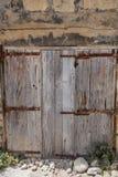 Европейские старые двери которые выдерживали испытание времени Стоковые Изображения RF