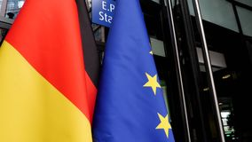 Европейский парламент во флаге Eu страсбурга немецком на входе акции видеоматериалы