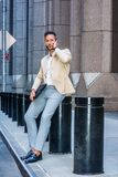 Европейский путешествовать бизнесмена, работая в Нью-Йорке стоковое фото rf