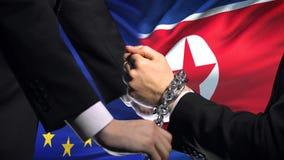 Европейский союз санкционирует прикованный Северной Кореей конфликт оружий политический или экономический видеоматериал