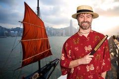 Европейский человек в костюме традиционного китайския в Гонконге стоковые фотографии rf