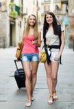 2 европейских студента усмехаясь на улице Стоковая Фотография RF
