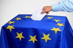 Европейское избрание, урна для избирательных бюллетеней введено в голосование стоковое фото