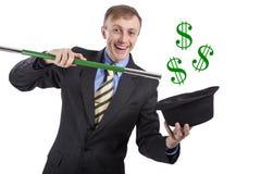 европейско Белый человек делая волшебство Доллары летают из шляпы Iso стоковые изображения rf