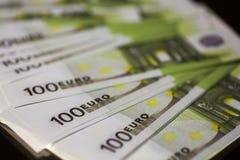 Евро банкноты 100 бумажных денег Стоковая Фотография