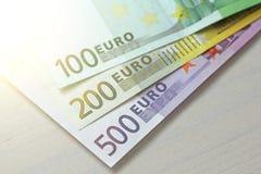 Евро Бумажные банкноты евро различных деноминаций - 100, Стоковая Фотография RF