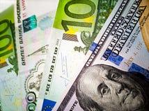 Евро 100 доллары США, 100 и русские рубли банкнот o Изображение цвета денег стоковое фото