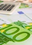 100 евро и калькуляторов Стоковое фото RF
