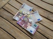 Евро и ключ наличных денег Стоковые Фотографии RF