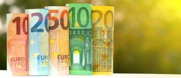Евро 10, 20, 50, 100 и 200 свернуло банкноты счетов на запачканной зеленым цветом предпосылке bokeh Стоковое Фото