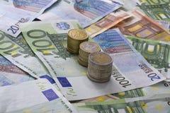 евро кредиток над белизной Стоковые Изображения RF