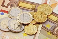 евро монеток счетов Стоковое Изображение