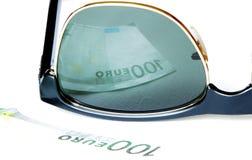 100 евро отраженных в солнечных очках Стоковые Фото