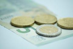 Евро 8,50 с монетками евро и банкнотой стоковое фото rf
