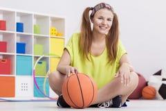 девушка баскетбола подростковая Стоковое Изображение RF