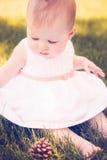 девушка бутылки младенца стоковые фотографии rf