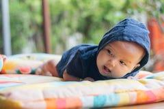 девушка бутылки младенца Стоковое Изображение RF