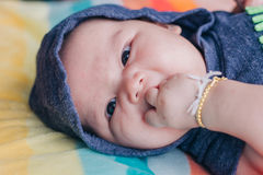 девушка бутылки младенца Стоковое Изображение