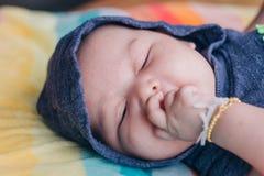 девушка бутылки младенца Стоковые Изображения RF