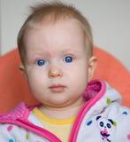 девушка глаз сини младенца милая Стоковое Изображение