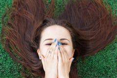 девушка застенчивая стоковая фотография rf