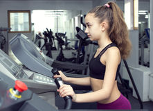 девушка идет спорты Стоковые Фото