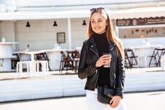 девушка кафа напольная Стоковое Изображение