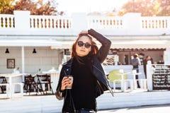 девушка кафа напольная Стоковое Изображение RF
