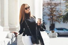 девушка кафа напольная Стоковое Фото