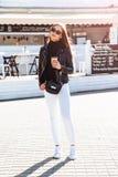 девушка кафа напольная Стоковые Фотографии RF