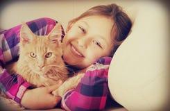 девушка кота немногая Стоковая Фотография