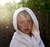 девушка меньшее полотенце Стоковое Фото